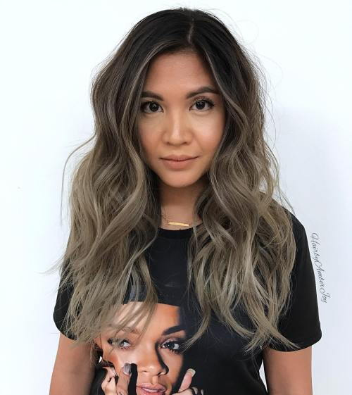Lång Ash Brown Balayage Hair