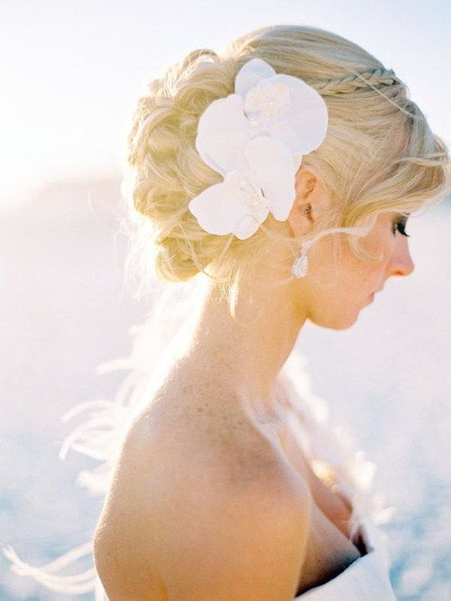 Упдо with hair flowers for beach wedding