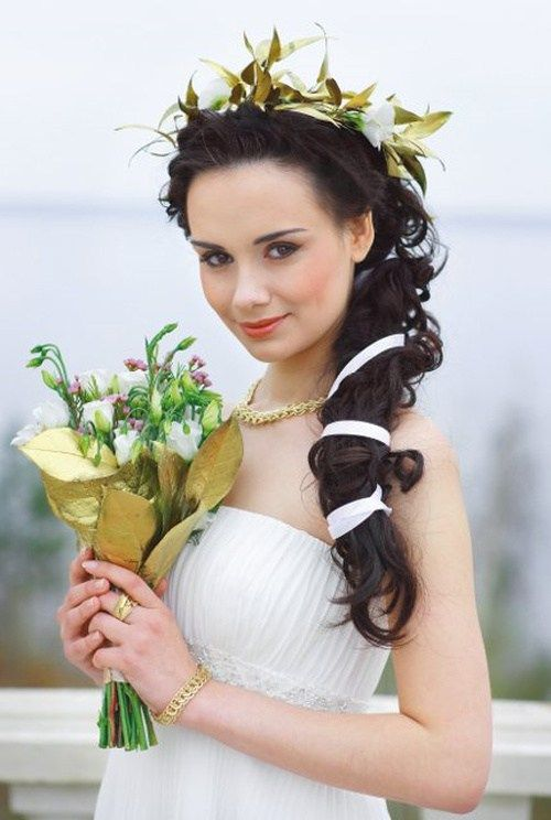 страна hairstyle with flowers for beach wedding