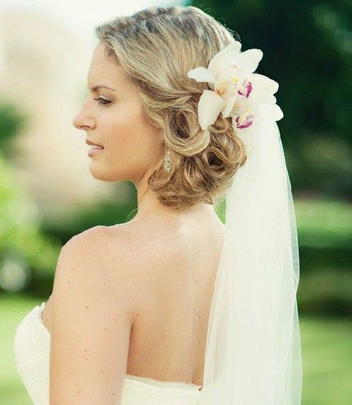 плажа wedding hairstyle with flowers and veil