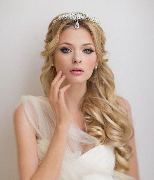коврџава beach wedding hairstyle for long hair