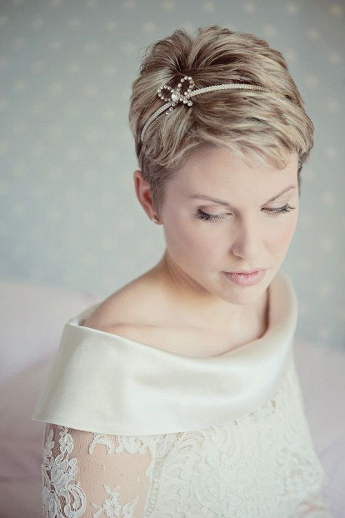 бридал pixie hairstyle for beach wedding