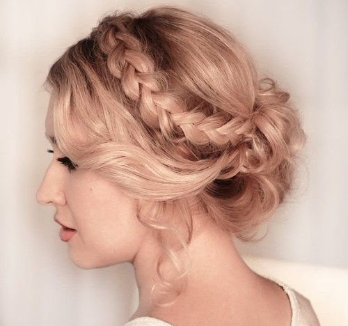 voľný curly updo with a headband braid