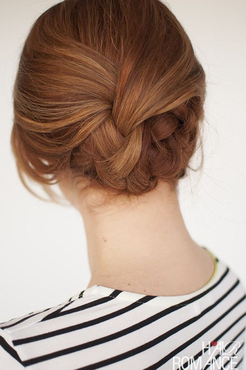 roztomilý low knot updo for special occasions
