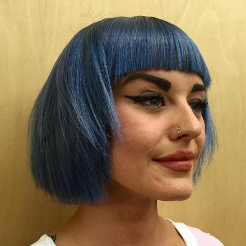 Blå Layered Bob With Blunt Bangs