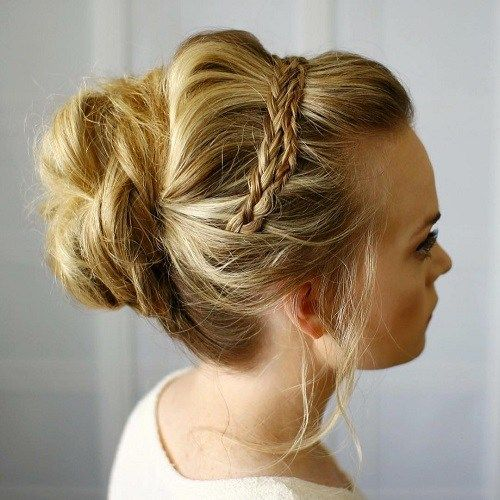 Două Braids And Casual Updo