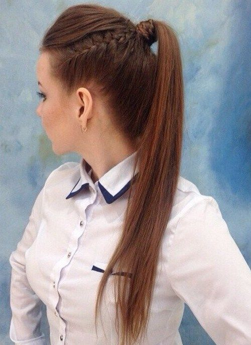 konský chvost with a side braid for long hair