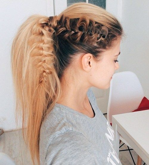 vysoký voluminous ponytail hairstyle with a braid