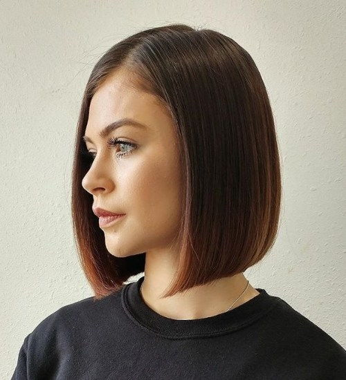 tupý Side-Parted Medium-Length Bob