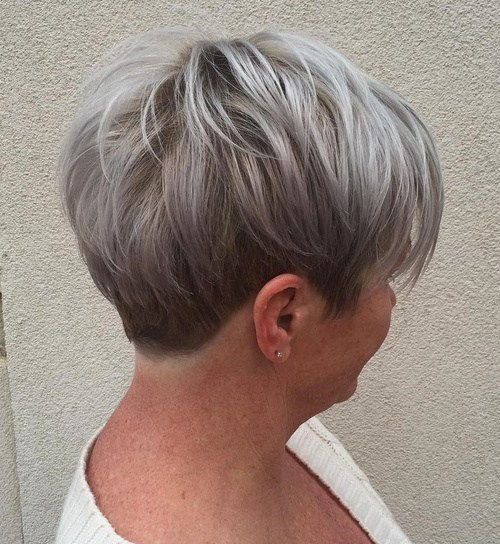 Kratek Ash Blonde And Silver Hairstyle For Women Over 40