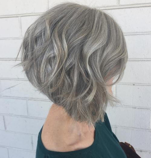 Več Gray Stacked Wavy Bob