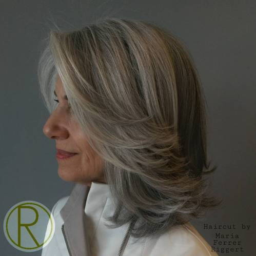 Srednje Layered Gray Hairstyle Over 50