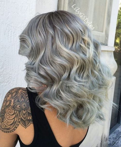 Srednja dolžina Thick Curly Gray Hairstyle