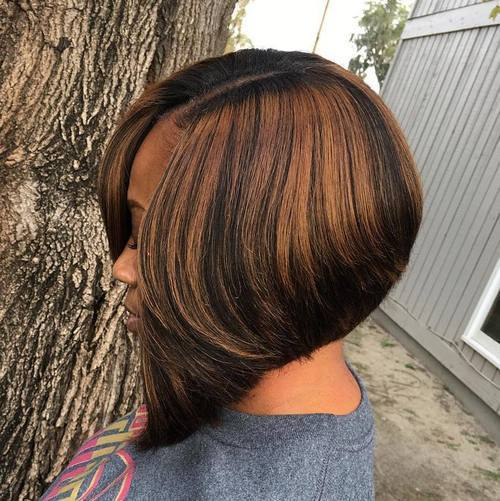 Svart Side Parted Angled Bob With Highlights