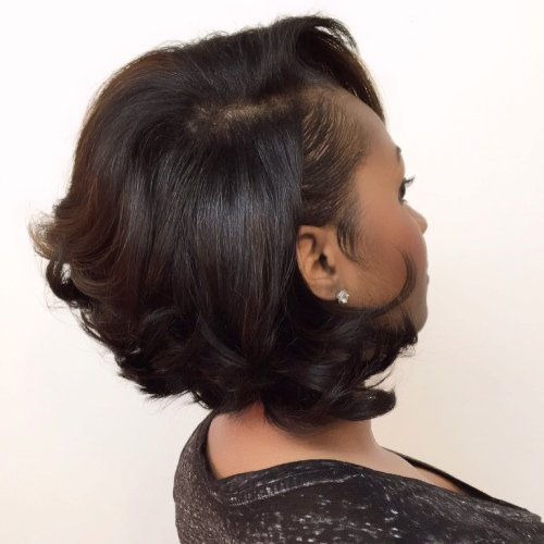 Kort Black Bob Hairstyle With Side Bangs