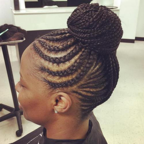 Împletit Bun With Curvy Cornrows
