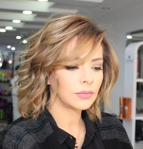 Stripig Wavy Bob With Side Bangs