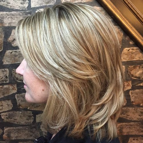 skiktad brown blonde hairstyle