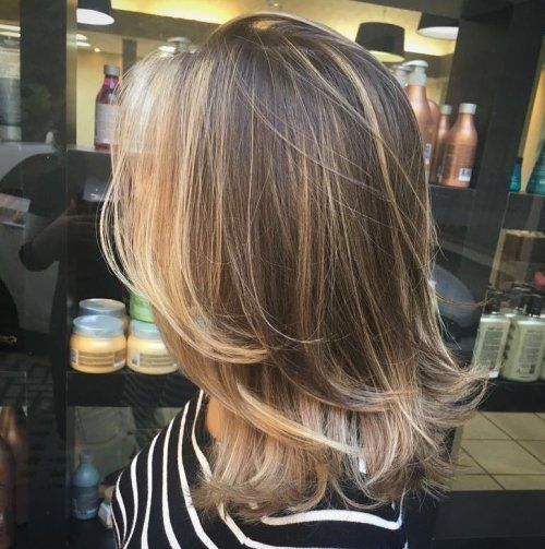 Medellängd Layered Cut With Face-Framing Balayage