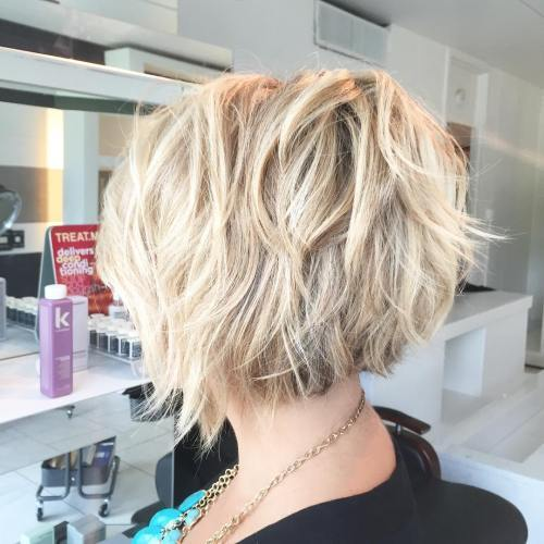 crăpat And Tousled Blonde Bob