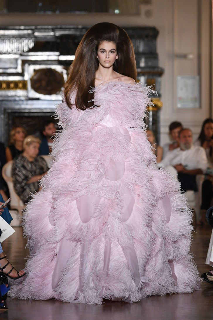 Kaia Gerber's voluminous Valentino couture hair