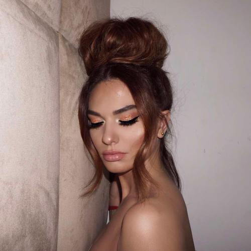 Stor High Bun Updo