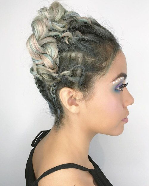 Flätad And Knotted Updo