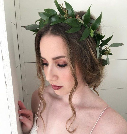 Lösa Bridal Updo With A Leaf Crown