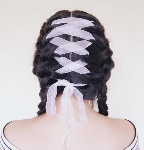 pletený Pigtails With Wide Ribbon