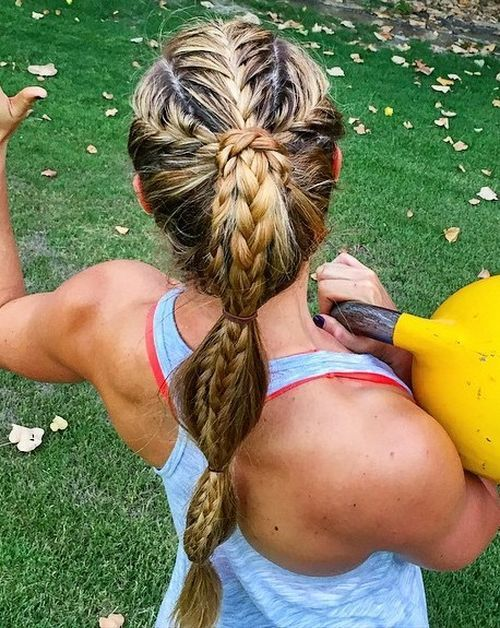 împletit sporty ponytail for long hair