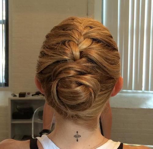 limba franceza braid into sporty bun updo