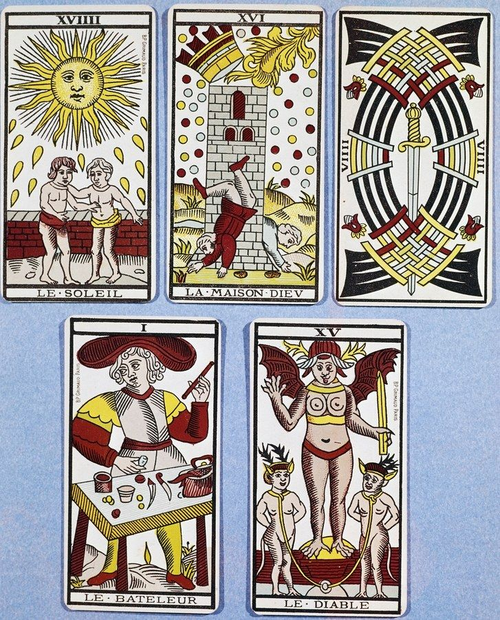 Француски Tarot Cards from the 17th century: The Sun, The Tower, The Nine of Swords, The Magician, and The Devil.